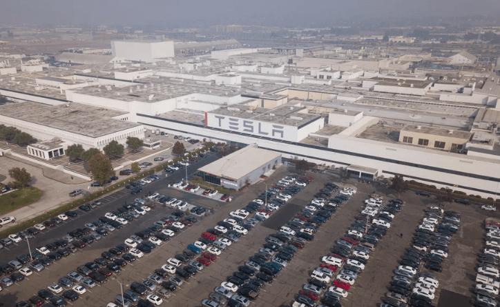 Tesla slēdz Kalifornijas un Ņujorkas rūpnīcas koronavīrusa pandēmijas laikā