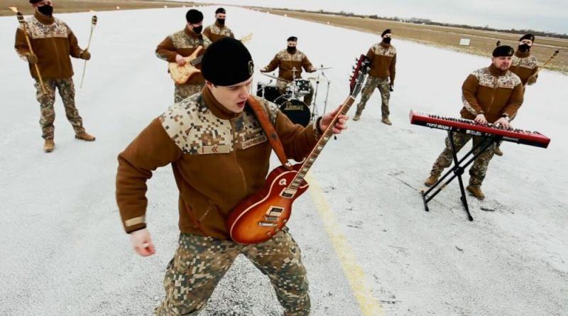 """Jūras spēku orķestris nāk klajā ar singlu un videoklipu dziesmai """"Brīvības vārdā"""""""